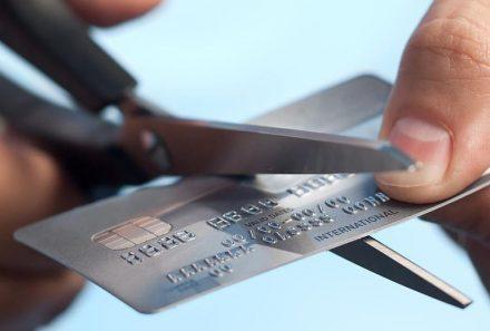 Как правильно избавиться от кредитной карты